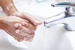 Дезинфекция рук перед наращиванием