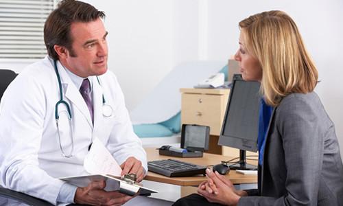 Обращение с болезнью ногтей к доктору
