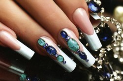 Дизайн ногтей жидкими камнями