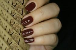 Благородный темно-коричневый маникюр