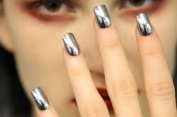 Маникюр в стиле металлик на длинные ногти