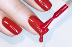 Чрезмерное нанесение лака на ногти как причина пузырения