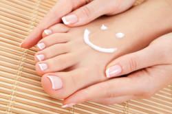 Увлажнение кожи ног при спа-педикюре