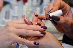 Нанесение гель-лака на ногти