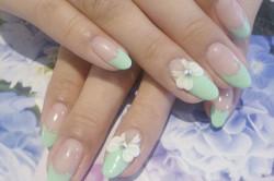 Овальные ногти с цветами
