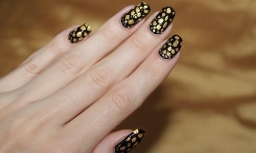 Стильный черно-золотой маникюр