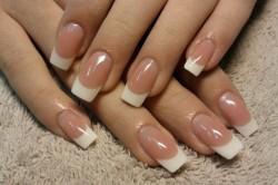 Искусственные ногти - один из причин появления сухих кутикул