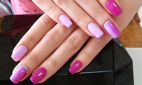 Двухцветный маникюр в розовых тонах