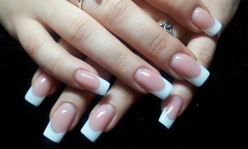 Классический френч на гелевых ногтях