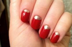 Мерцающий градиент на алых ногтях