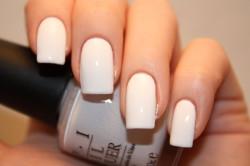 Покрытие всех ногтей белым цветом