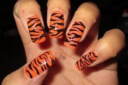 Яркий тигровый маникюр