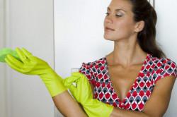 Защита лака с помощью перчаток при мытье посуды