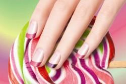 Цветной френч на коротких ногтях