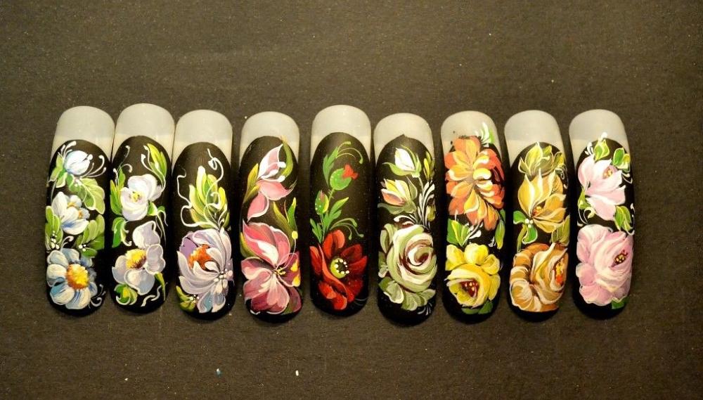 Дизайн ногтей с жостовской росписью