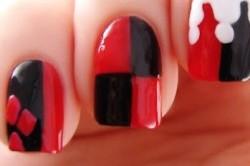 Черно-красный шахматный маникюр