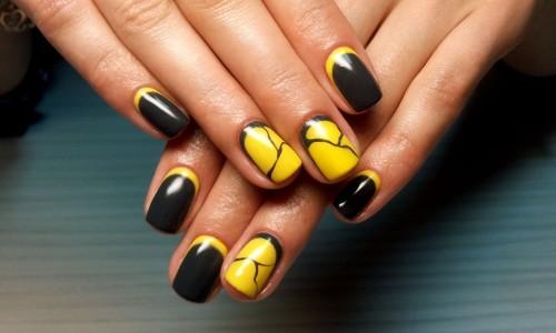 Оригинальный черно-желтый маникюр