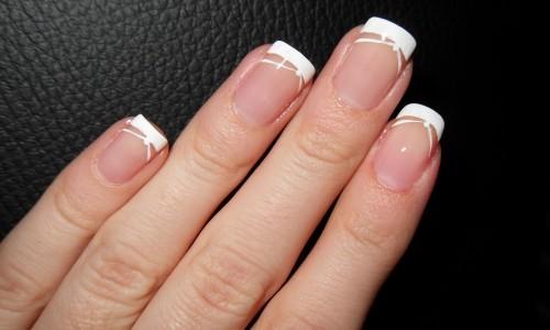 Классический френч на короткие ногти
