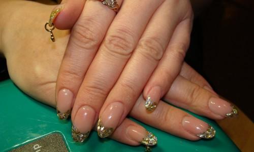 Дизайн ногтей с пирсингом