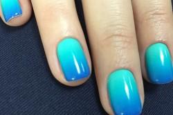 Синий градиентный маникюр