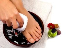 Ванночка для ног при подготовке к педикюру