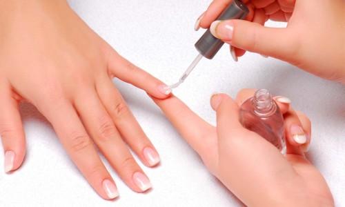 Базовое покрытие ногтей