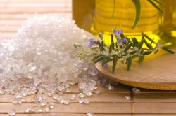 Польза морской соли при маникюре