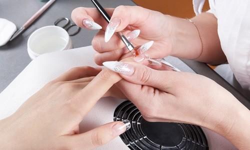 Процесс наращивания ногтей при беременности